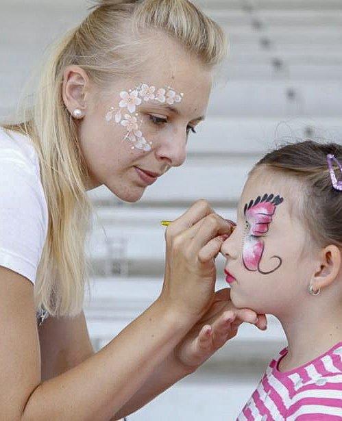 Malování na obličej na Letní scéně Holešovice